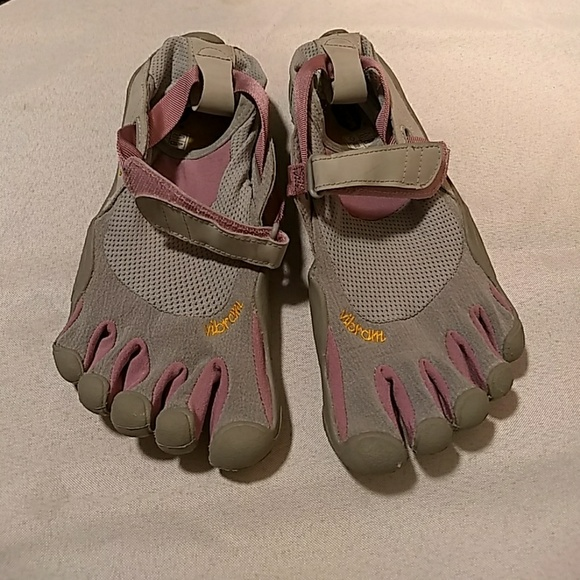 new concept 7556a 53a9b Vibram Five Fingers KSO Pink and Grey. M 5b46d336df030790372a6270